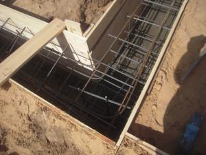 Монолитный ленточный фундамент с заливкой в траншею
